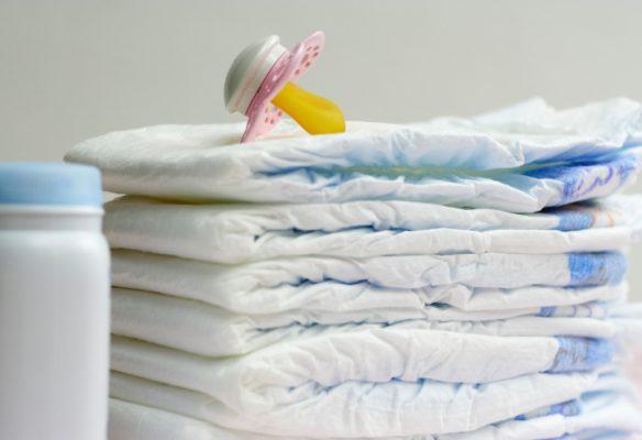 Du lịch cùng gia đình có trẻ nhỏ nên mang thêm đồ lót. tã giấy