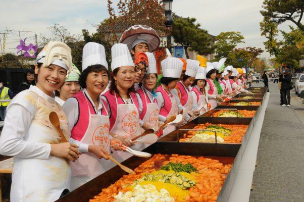 Jeonju-Korean-Food-Festival-Hàn-Quốc-mùa-thu