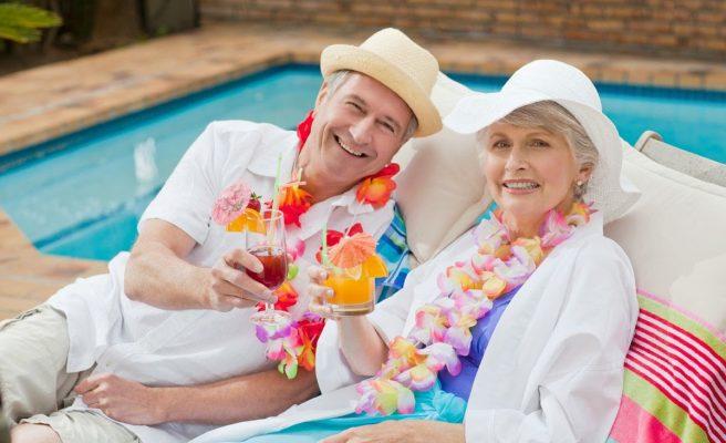 Du lịch cao niên cùng bạn đồng hành