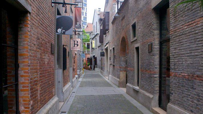Check-in góc phố Tân Thiên Địa trong chuyến du lịch Thượng Hải