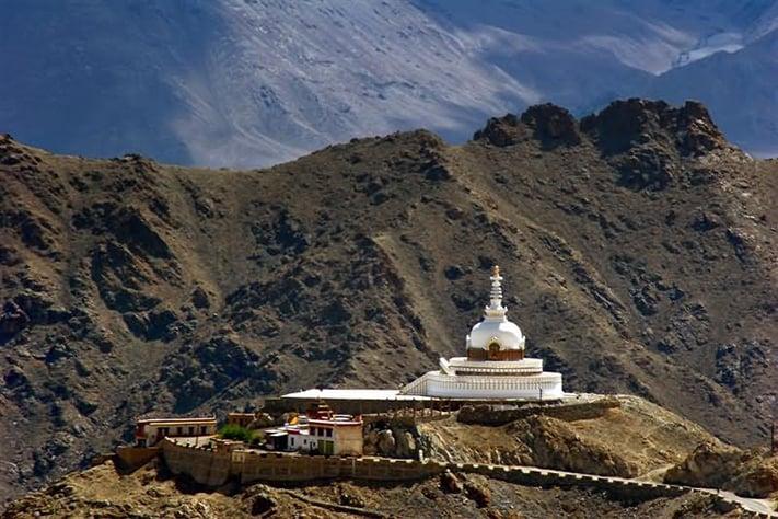 du-lịch-ấn-độ-Shanti-Stupa-In-Leh-Ladakh-711
