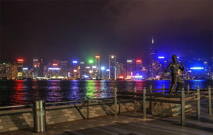 xin-visa-hongkong-avenue-of-stars-bruce-lee-statue-711