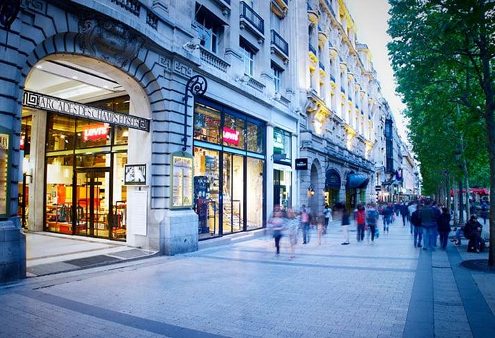 dai-lo-Champs-Elysees-mua-sam-o-phap