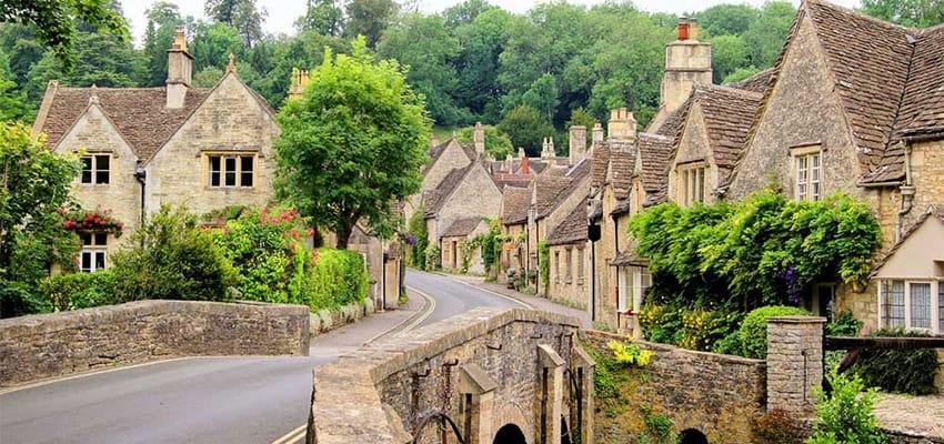 visa-du-lịch-anh-quốc-Bridge-Castle-Combe-Cotswolds-village-thumb