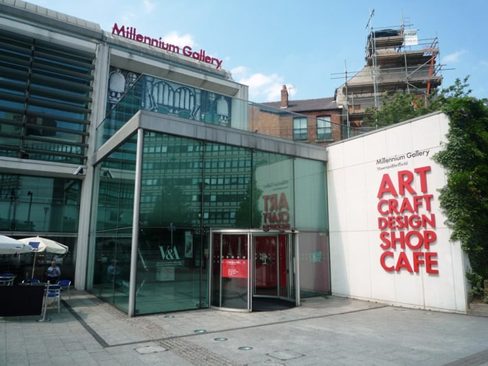 du-lịch-anh-quốc-Millennium-Gallery-Art-Craft-and-Design-in-the-heart-of-Sheffield-Hallam-University-Tarc-College-experiences-711