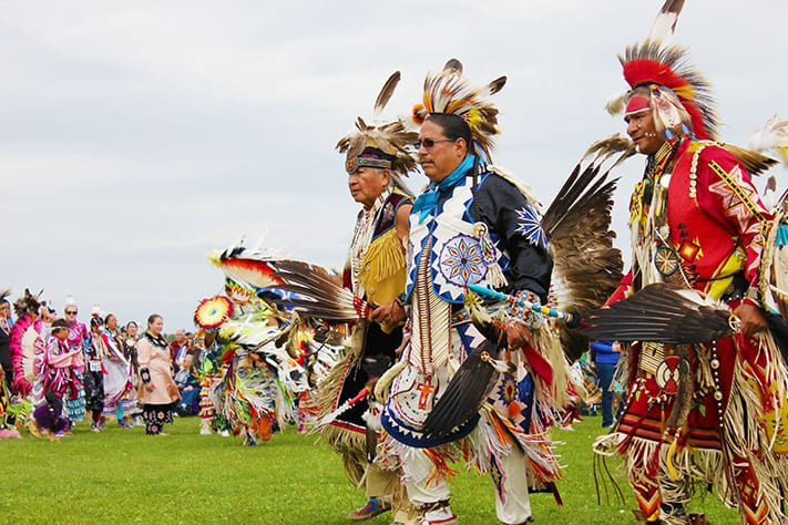 du-lịch-canada-spirit-in-the-air-at-akwesasne-pow-wow-711