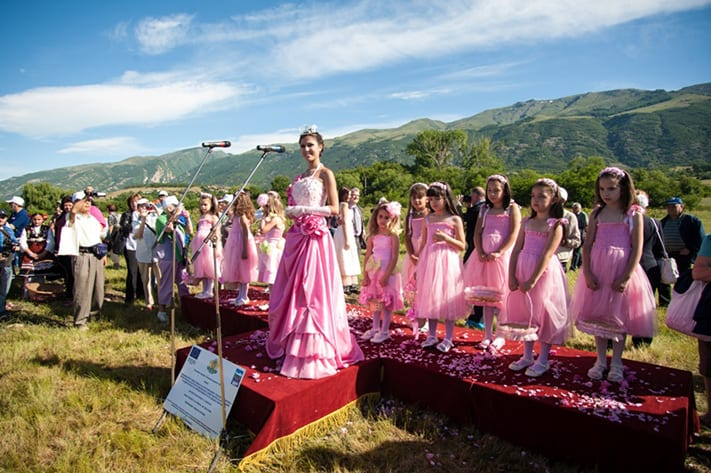 du-lịch-bulgaria-rose-festival-in-bulgaria-711