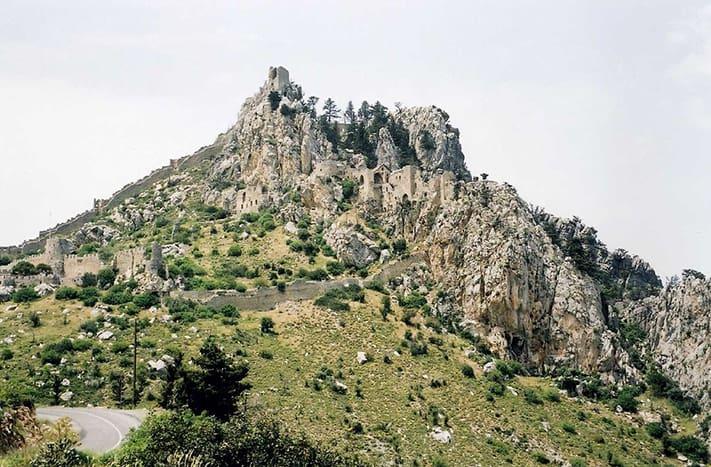 du-lịch-síp-Saint-Hilarion-Castle-711