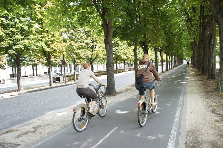 biking-in-paris-france