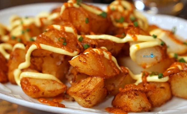 Patatas bravas ẩm thực tây ban nha