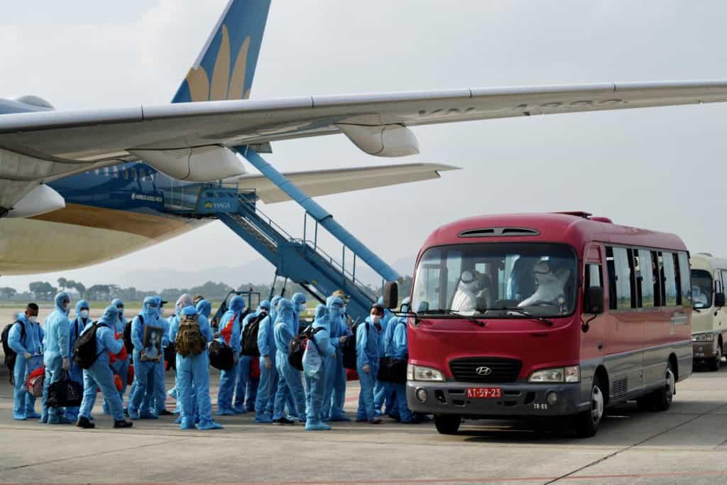 Công dân Việt Nam hồi hương qua chuyến bay cứu trợ